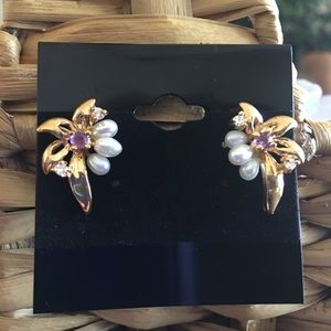 Jewelry - Simulated amethyst and pearl cluster earrings